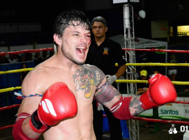 """Lutador de Itapevi """"Rochinha"""" vence torneio de Muay Thai em Santos"""