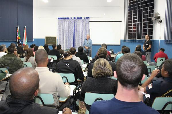 Itapevi promove curso do DENARC