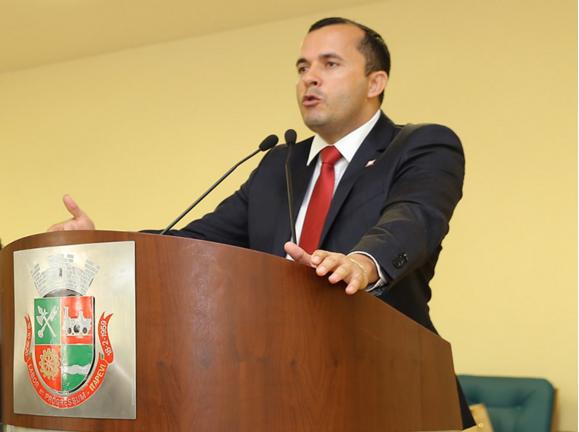 Alexandre Rodrigues é indicado líder do governo na Câmara