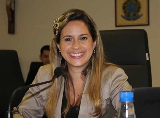 Vereadora Camila Godoi parabenizou professores pelo seu dia