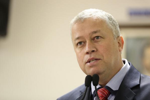 Prof. Paulinho solicita semáforo movido a energia solar