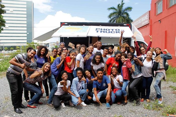 Escolas públicas de Itapevi e Carapicuíba recebem oficinas culturais de fotografia