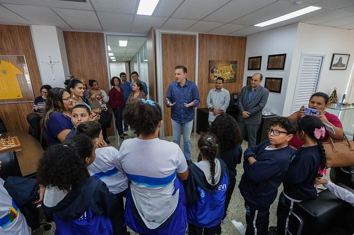 Estudantes do Quatro Encruzilhadas dão início ao projeto Conhecendo a  Prefeitura