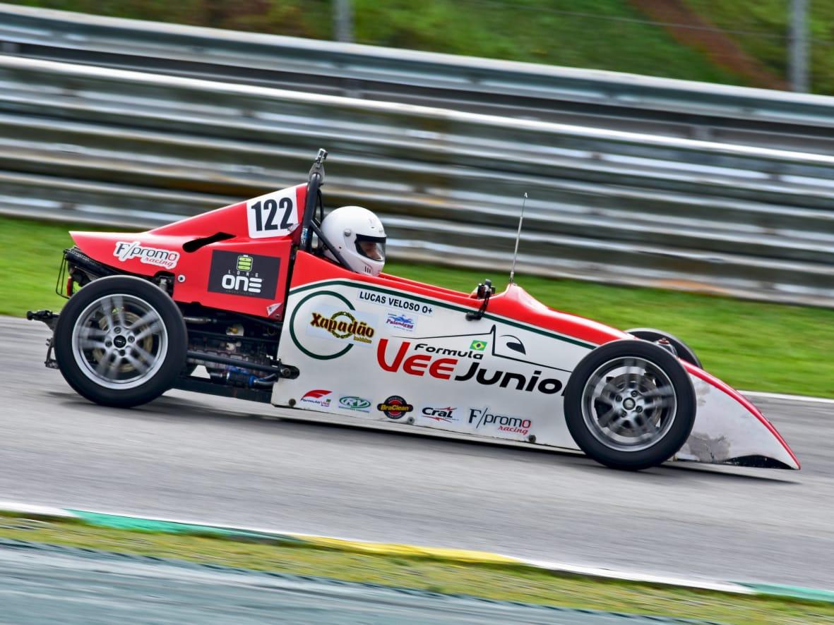 Piloto de Itapevi disputa GP da Fórmula Vee em homenagem a Niki Lauda