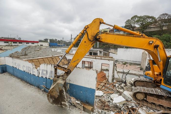 Prefeitura derruba prédio do Ciretran para iniciar construção do Itapevi Skate Park