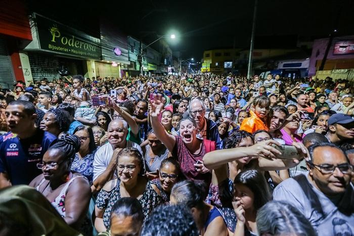 Milhares de pessoas prestigiam Natal Show em Itapevi