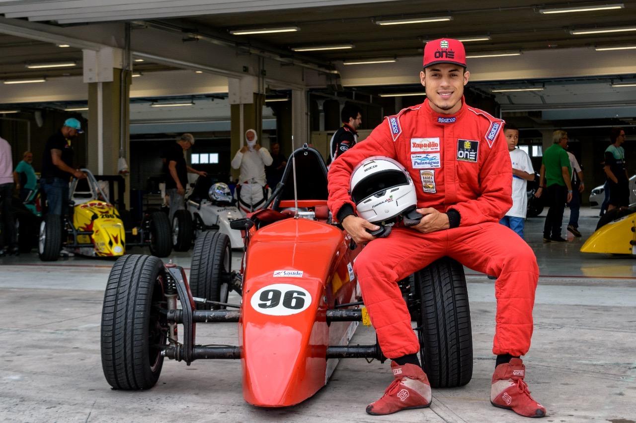 Piloto de Itapevi faz estreia na temporada 2020 da Fórmula Vee em Interlagos