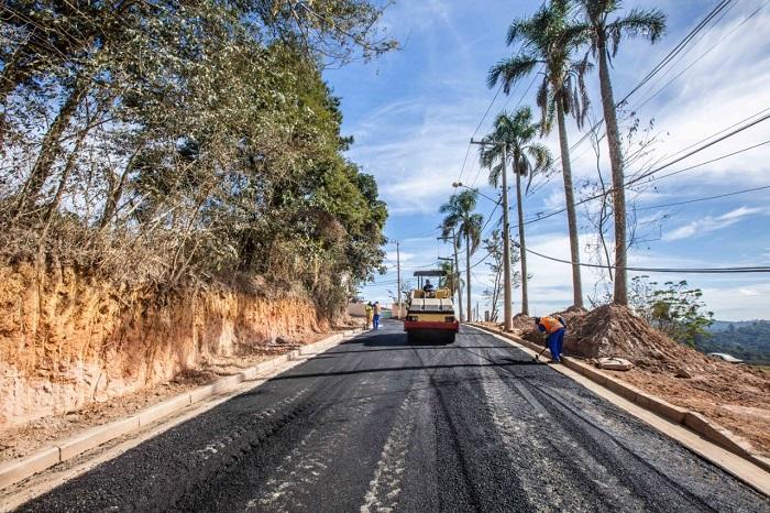 Cerca de 12 quilômetros de ruas estão sendo pavimentadas em Itapevi