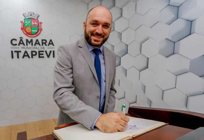 Vereador mais votado de Itapevi Rafael Alan é reeleito Presidente da Câmara