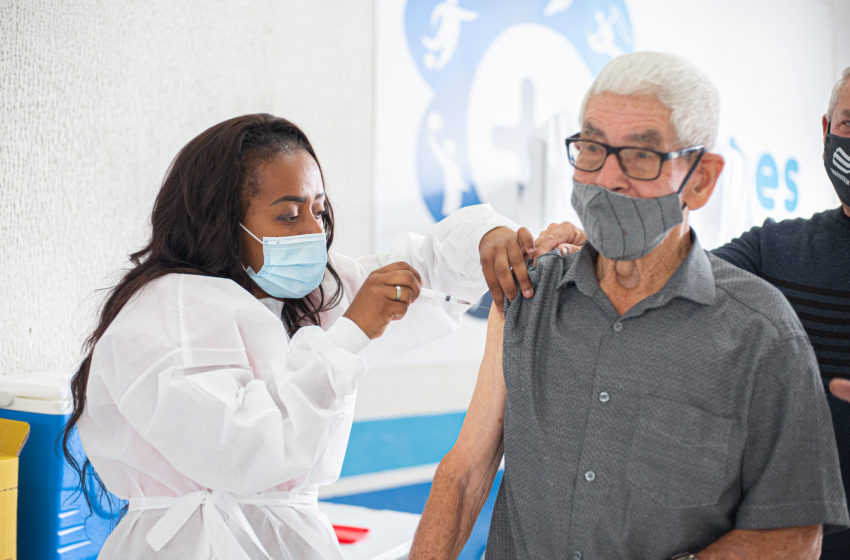 Itapevi libera 3ª dose da vacina para idosos com mais de 90 anos