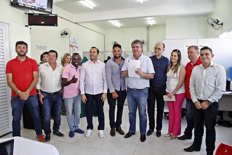Jaci Tadeu assina lei de incentivo ao empreendedorismo em Itapevi