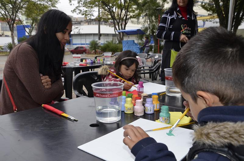Projeto Cores da Solidariedade reúne dezenas de pessoas no centro