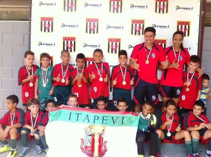 Equipe sub-09 de Itapevi é campeã estadual no futsal
