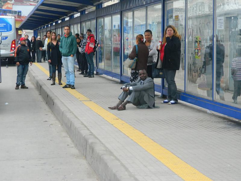 Vereador Toni da Gente cobra da EMTU assentos nos pontos de ônibus